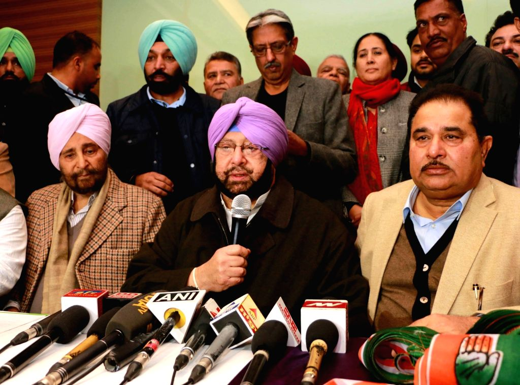 Punjab Congress chief Captain Amrinder Singh addresses a press conference after AAP leader Daljit Singh joined the party in Amritsar, on Jan 14, 2017. - Amrinder Singh and Daljit Singh