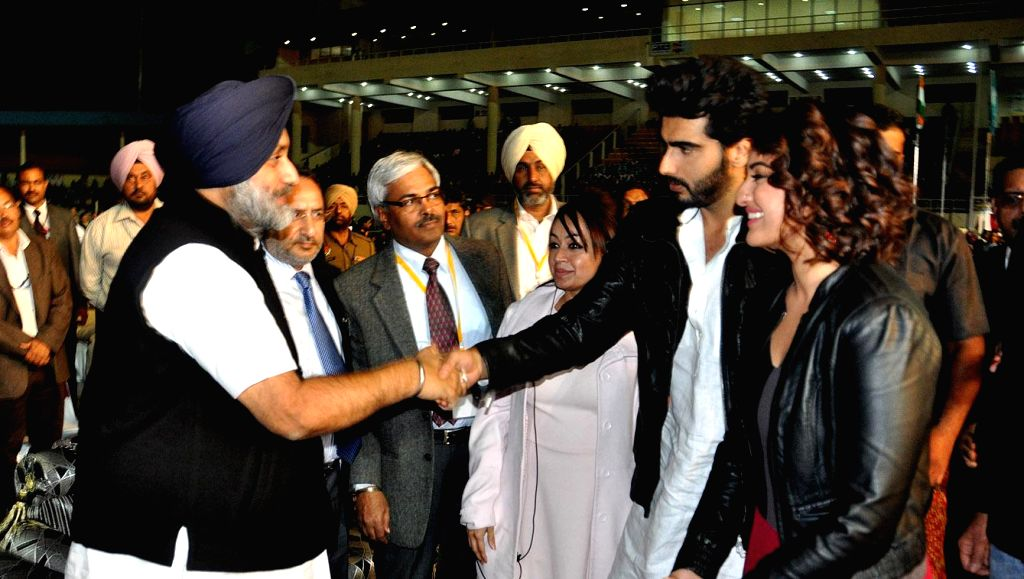 Punjab Deputy Chief Minister Sukhbir Singh Badal interacting with actors Sonakshi Sinha and Arjun Kapoor during the inaugural programme of fifth World Kabbadi Cup in Amritsar on Dec 6, 2014. - Sukhbir Singh Badal