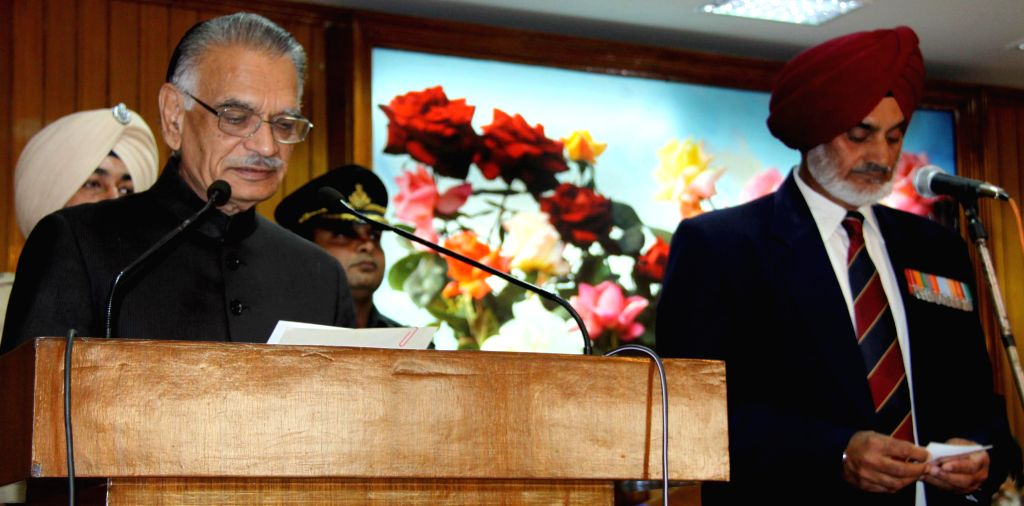 Punjab Governor and Administrator UT Chandigarh, Shivraj V. Patil administers oath of office to the newly appointed chairman of Punjab Public Service Commission (PPSC) Lt. Gen. (Retd.) Tejwant Singh . - Shivraj V. Patil and Tejwant Singh Gill