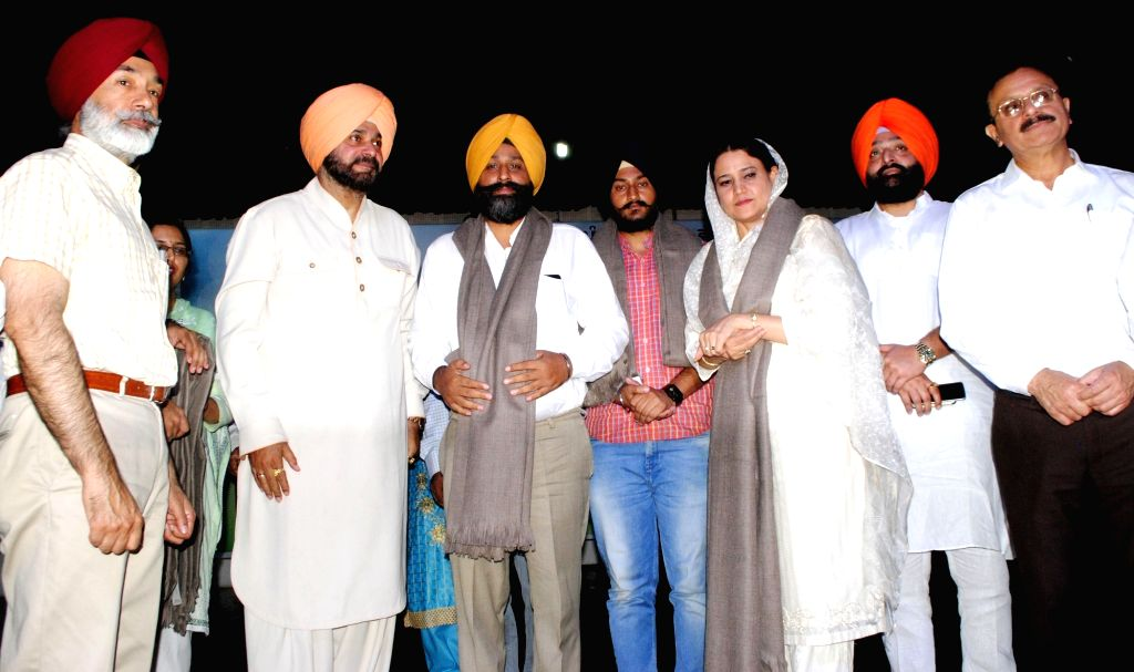 Punjab Tourism and Cultural Affairs Minister Navjot Singh Sidhu during a programme organised to pay tribute to Sikh leader Master Tara Singh on his birth anniversary in Amritsar on June 24, ... - Navjot Singh Sidhu and Tara Singh