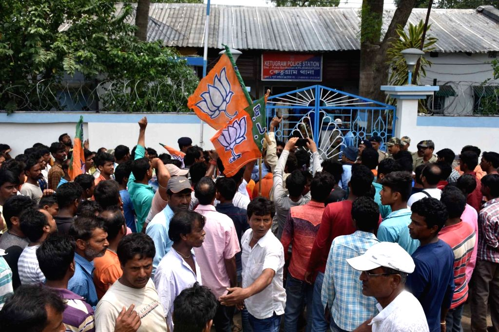 Purba Bardhaman: BJP workers stage a demonstration demanding the arrest of the culprits behind the murder of party worker Shushil Mondal, outside Ketugram police station in West Bengal's Purba ...