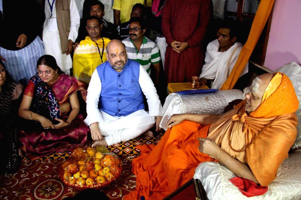 BJP chief Amit Shah meets Shankaracharya Nischalananda Saraswati of Puri on Jan 6, 2015.