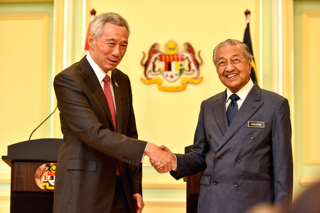 PUTRAJAYA, April 9, 2019 - Malaysian Prime Minister Mahathir Mohamad (R) shakes hands with his Singaporean counterpart Lee Hsien Loong during a press conference in Putrajaya, Malaysia, April 9, 2019. ... - Mahathir Mohamad