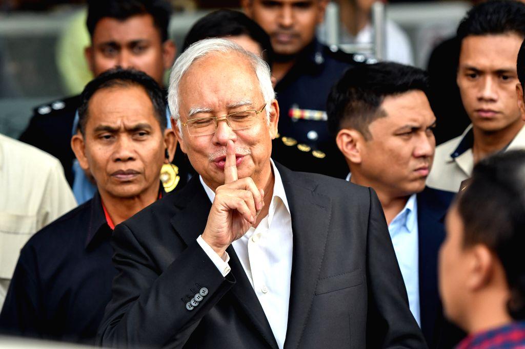 PUTRAJAYA, May 24, 2018 - Former Malaysian Prime Minister Najib Razak (C) leaves Malaysian Anti-Corruption Commission (MACC) headquarters in Putrajaya, Malaysia, May 24, 2018. Investigators ... - Najib Razak