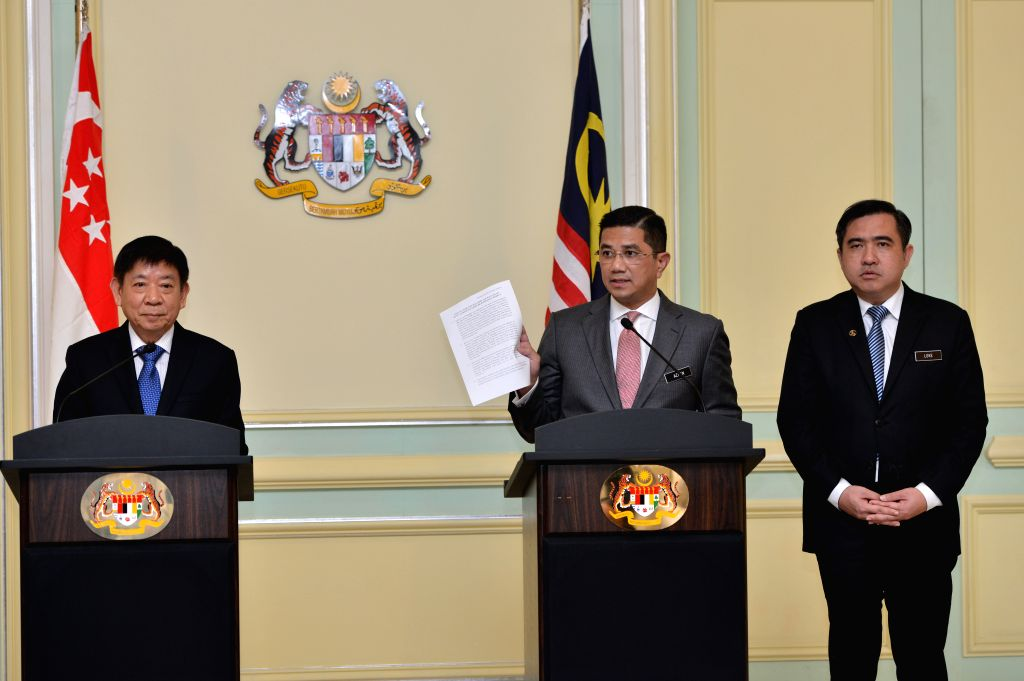 PUTRAJAYA, Sept. 5, 2018 - Malaysia's Economic Affairs Minister Mohamed Azmin Ali (C) and Khaw Boon Wan (L), Singaporean coordinating minister for infrastructure and minister for transport, attend a ... - Mohamed Azmin Ali