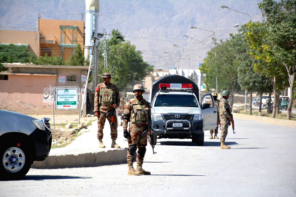 QUETTA, May 25, 2017 - Pakistani soldiers stand guard near the site where two Chinese were kidnapped in the neighborhood of Jinnah town in southwest Pakistan's Quetta, May 24, 2017. The Chinese ...