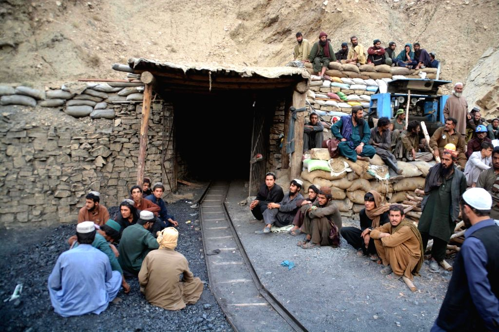 QUETTA (PAKISTAN), May 5, 2018 (Xinhua) -- Workers sit outside a collapsed coal mine in Pir Ismail, Marwar area near Quetta, the provincial capital of Balochistan, southwestern Pakistan, on May 5, 2018. At least 18 people were killed, 13 others injur