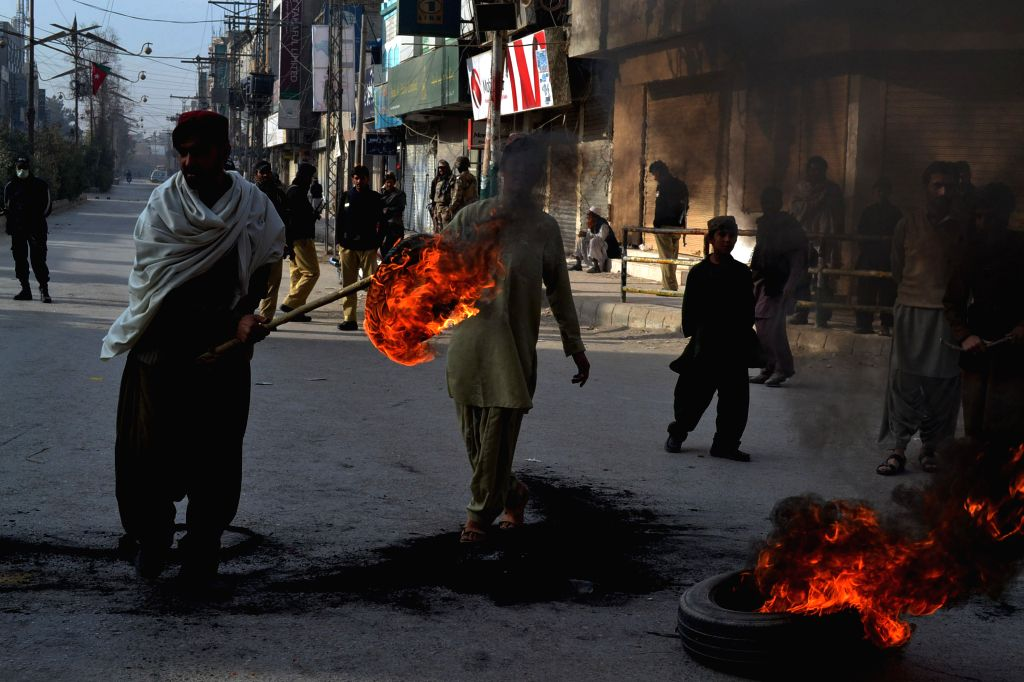 Quetta (Pakistan): Tyres are burned in a road during country-wide strike on the killing of Jamiat Ulema-e-Islam-Fazl (JUI-F) leader Khalid Mahmood Soomro in southwest Pakistan's Quetta, Nov. 30, ...