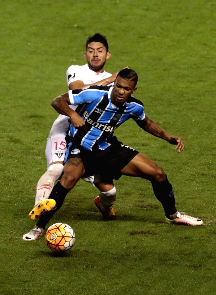 QUITO, April 14, 2016 - Ezequiel Benavidez (rear) of Ecuador's Liga Sports University vies with Walace of Brazil's Gremio during the match of the group stage of the Libertadores Cup at Casa Blanca, ...