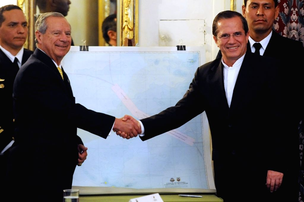 Ecuadorian Foreign Minister Ricardo Patino (R) shakes hands with his Costa Rican counterpart Enrique Castillo during the signing ceremony in Quito, capital of ... - Ricardo Patino