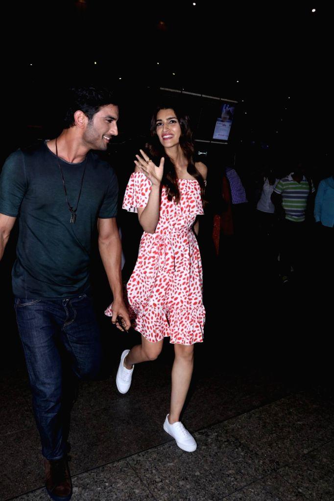Raabta stars Sushant Singh Rajput and Kriti Sanon spotted at Airport in Mumbai on June 1, 2017. - Sushant Singh Rajput