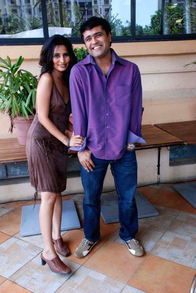 "Rachna Shah shoots with dirctor Viveck Kumar to promote ""Kal Kisne Dekha"" in Mumbai."
