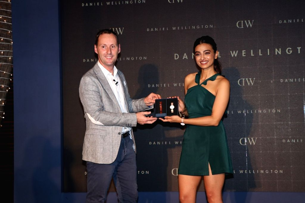 Radhika Apte and Daniel Wellington General Manager Sander Van Der Stroom unveiling the Diwali Box at the #DWali Celebration.