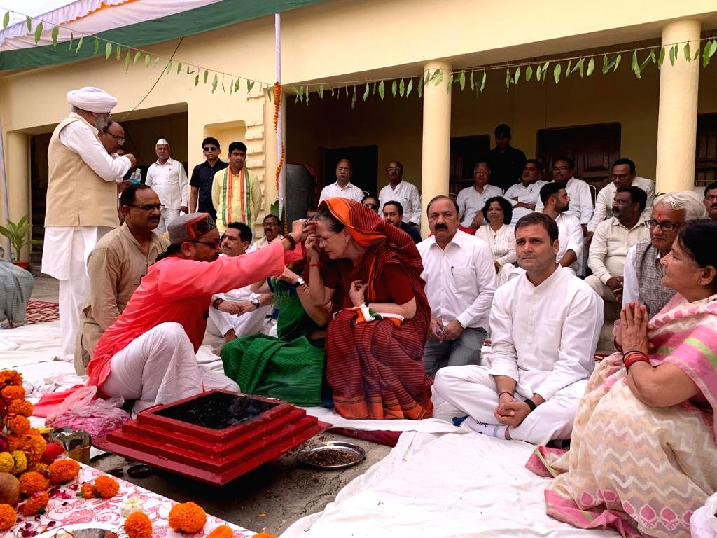 Rae Bareilly (UP): UPA Chairperson and Congress's Lok Sabha candidate from Rae Bareilly, Sonia Gandhi accompanied by her children and party leaders Priyanka Gandhi and Rahul Gandhi, gets vermilion applied on her forehead during a 'Havan' organised at - Sonia Gandhi, Priyanka Gandhi and Rahul Gandhi