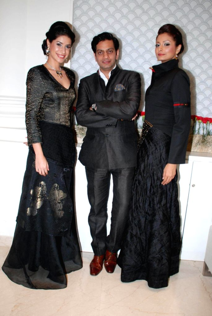 Raghavendra Rathore with models at Zoya Launch.
