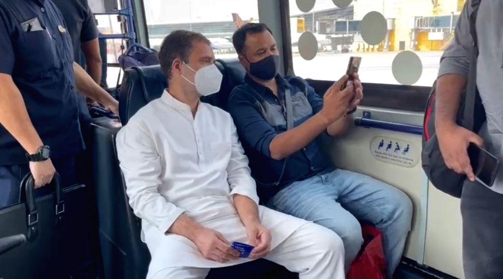 Rahul Gandhi interacting with fellow passengers while transit to airport. - Rahul Gandhi
