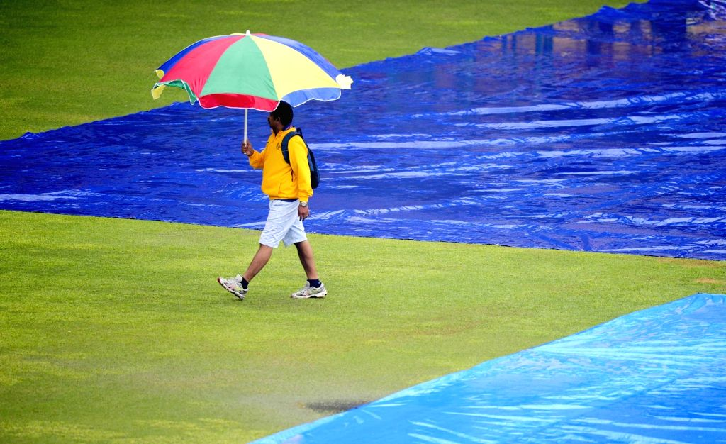 Rain delay the start of the 2nd day of the second test match between India and South Africa at M Chinnaswamy Stadium in Bengaluru, on Nov 15, 2015.