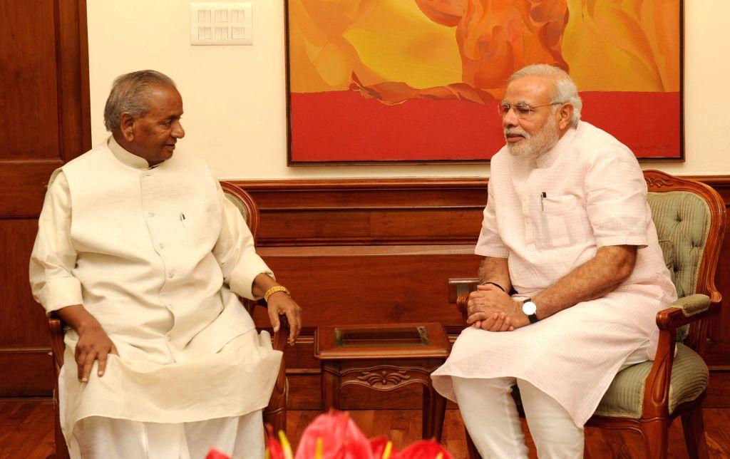 Rajasthan Governor Kalyan Singh calls on Prime Minister Narendra Modi in New Delhi on September 09, 2014. - Narendra Modi and Kalyan Singh
