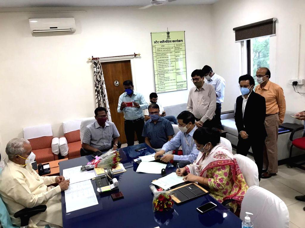 Rajasthan Industries Minister Parsadi Lal Meena, Principal Secretary Industries Naresh Pal Gangwar, Joint Secretary Industries Chinmayee Gopal, Commissioner Industries Archana Singh and SIDBI ... - Parsadi Lal Meena, Industries Archana Singh and Manager Balbir Singh