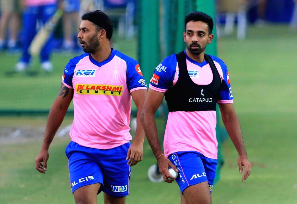 Rajasthan Royals' Stuart Binny (L) and Dhawal Kulkarni (R) during a practice session in Jaipur on April 10, 2019. - Dhawal Kulkarni