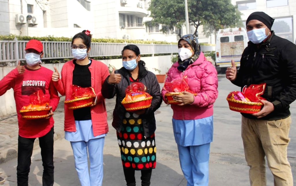 Rajiv Gandhi Super Speciality Hospital greeted the vaccine beneficiaries with gift basket in New Delhi on 16 January 2021