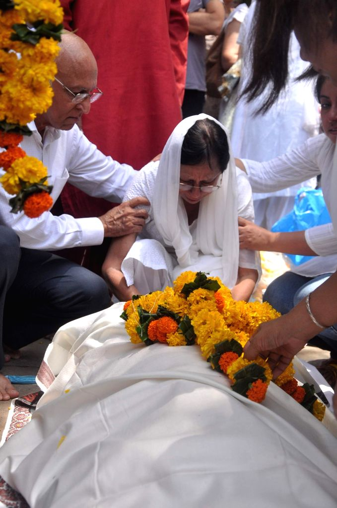 Rajkumar Hirani's father's funeral Municipal Hindu Cemetery in Santacruz Mumbai, India.