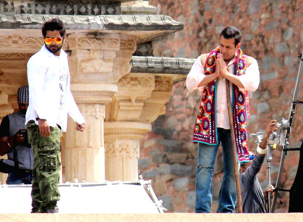 Actor Salman Khan during shooting of his upcoming film `Prem Ratan Dhan Payo` at Kumbhalgarh Fort in Rajsamand district of Rajasthan on March 11, 2015. - Salman Khan