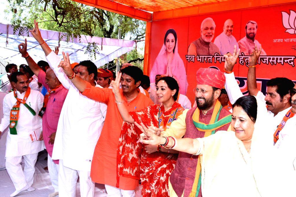 Rajsamand: BJP candidate from Rajsamand Lok Sabha Constituency, Diya Kumari with Union Minister Prakash Javadekar during election campaign in Rajsamand, Rajasthan on April 8, 2019. (Photo: IANS) - Prakash Javadekar