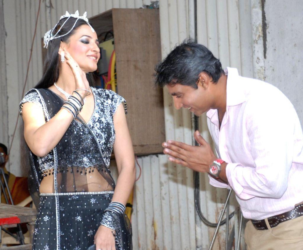 Rakshanda Khan and Ajay Jadeja on the sets of Comedy Circus. - Rakshanda Khan and Ajay Jadeja