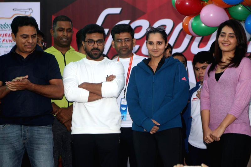 Ram Charan, Sania Mirza flag off Hyderabad 10K Run - Sania Mirza