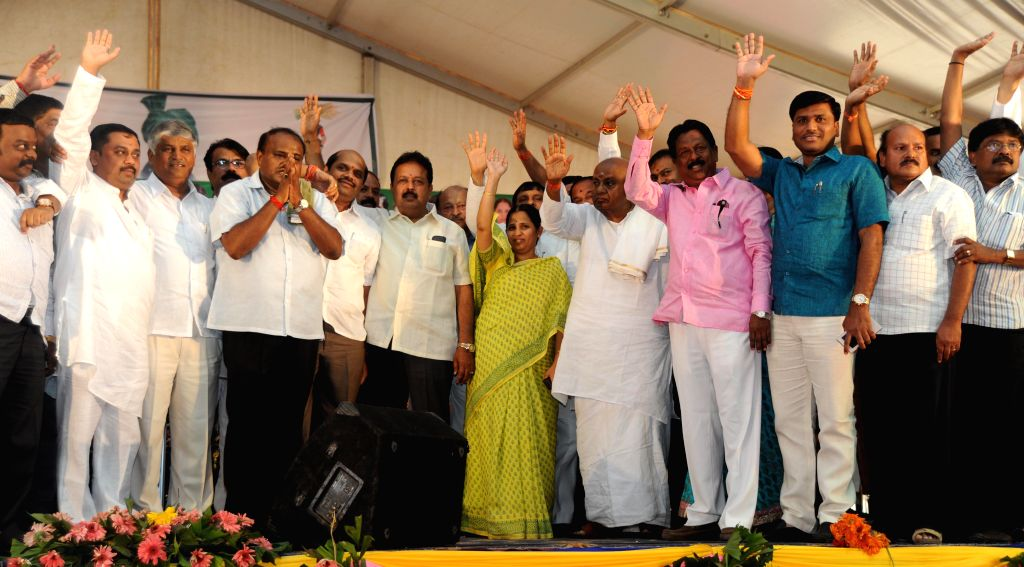 Former prime minister and JD (S) chief H D Deve Gowd, former Karnataka Chief Minister H D Kumarswamy  and others during a party programme at Ramanagara on March 2, 2015. - H D Kumarswamy