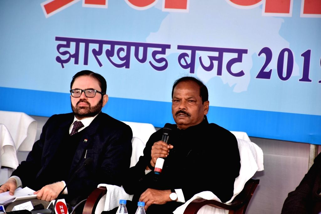 Ranchi: Jharkhand Chief Minister Raghubar Das addresses a press conference after presenting the annual state budget for the year 2019-20 in Ranchi, on Jan 22, 2019. (Photo: IANS) - Raghubar Das