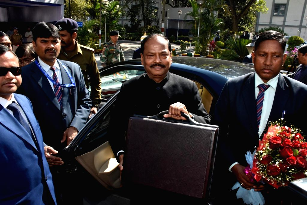 Ranchi: Jharkhand Chief Minister Raghubar Das arrives to present the annual state budget for the year 2019-20 at the state assembly in Ranchi, on Jan 22, 2019. (Photo: IANS) - Raghubar Das