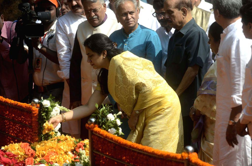 Rashmi Thackeray wife of Shiv Sena chief Uddhav Thackeray pays tribute to Shiv Sena founder Balasaheb Thackeray on his death anniversary at Balasaheb Thackeray memorial in Shivaji Park of ...