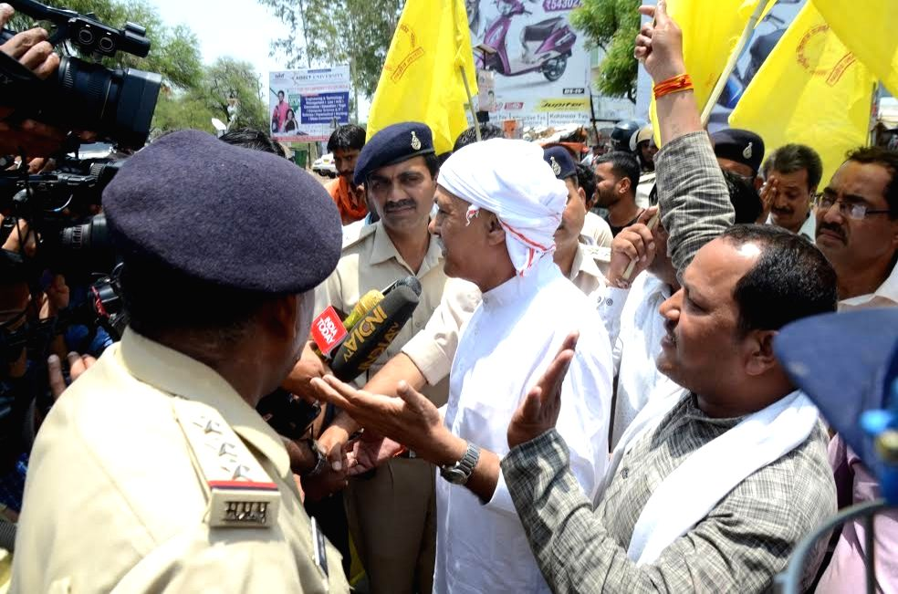 Rashtriya Kisan Mazdoor Sangh National Convener Shivkumar Sharma talks to press in Bhopal on June 16, 2017. Farmers in Madhya Pradesh blocked the national highways passing through the state ...