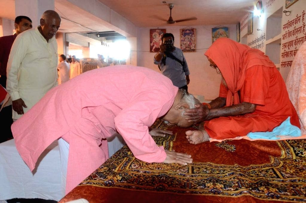 Rashtriya Swayamsevak Sangh chief Mohan Bhagwat sought the blessings of 123-year-old saint Baba Kamalnath on his birthday after visiting his village Gahankar in Alwar district.