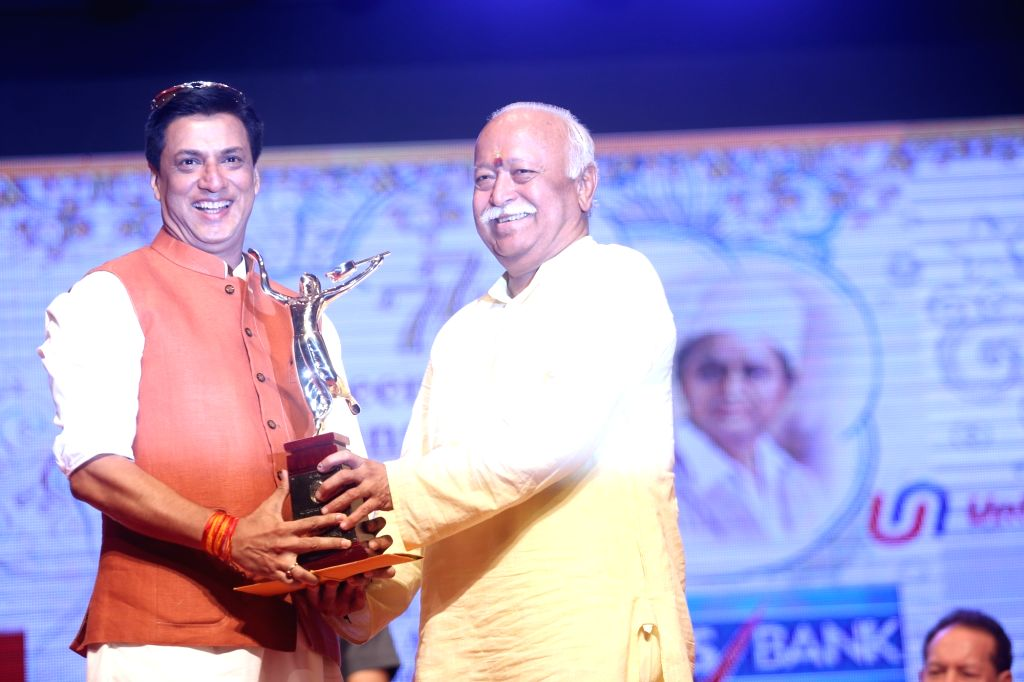 Rashtriya Swayamsevak Sangh (RSS) chief Mohan Bhagwat presents an award to director Madhur Bhandarkar during the 2019 Deenanath Mangeshkar Awards, in Mumbai, on April 24, 2019. - Madhur Bhandarkar