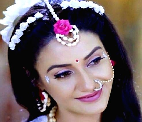 Rati Pandey to do her make-up for TV show. - Rati Pandey
