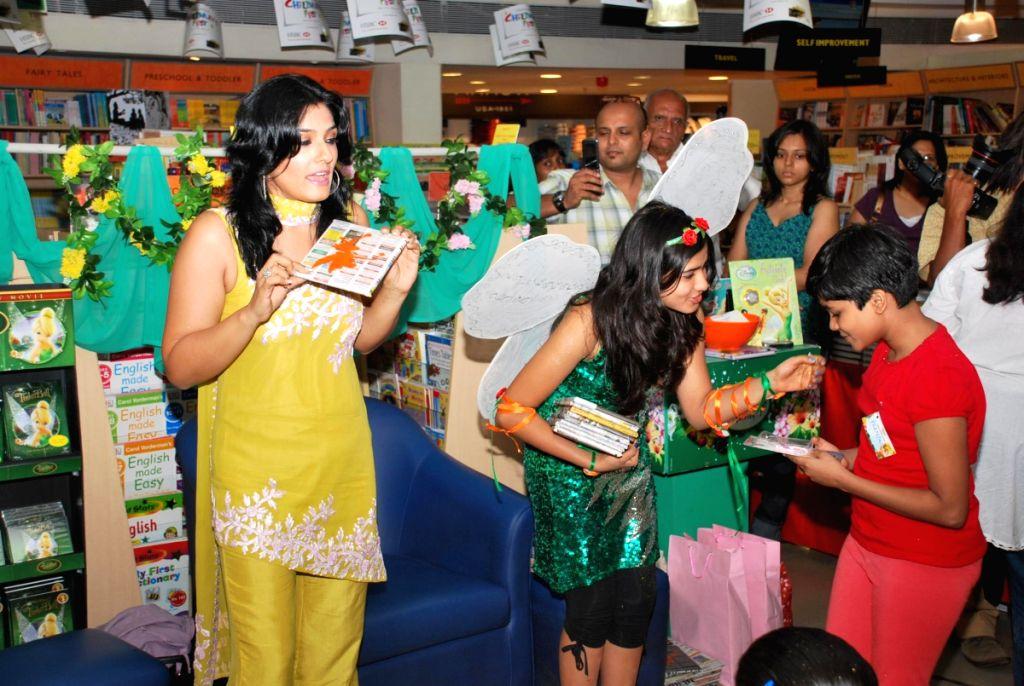 Raveena Tandon at Tinker Ball book reading for kids at Crossword in Mumbai.