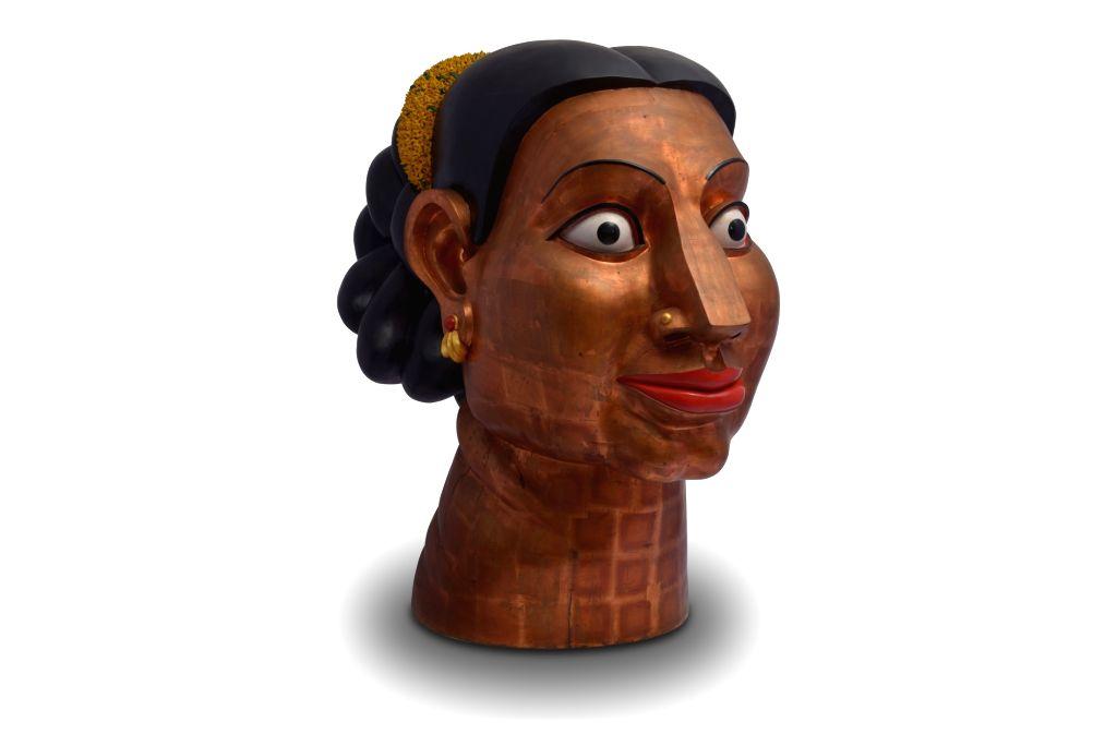 Ravinder Reddy, Portrait of Migrant (Copper Gilded head), Courtesy of the artist and Emami Art. - Ravinder Reddy