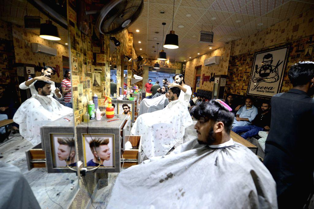 Rawalpindi (Pakistan), July 31, 2020 Customers are seen at a barbershop on the eve of Eid al-Adha in Rawalpindi, eastern Pakistan, on July 31, 2020.
