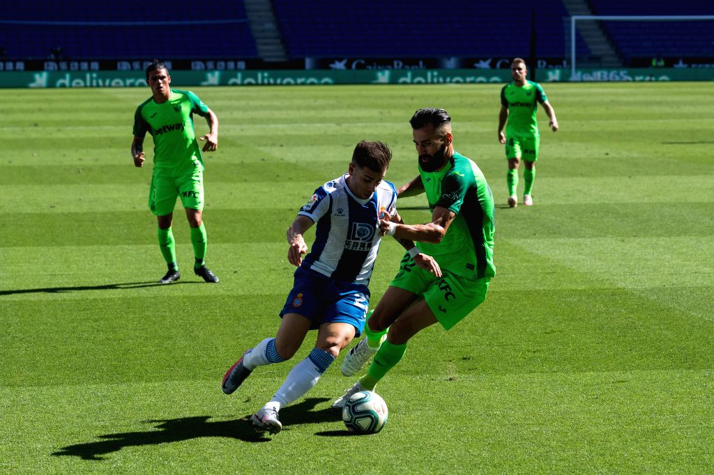 RCD Espanyol's Adrian Embarba (Front, L) vies with Leganes' Dimitri Siovas during a Spanish league football match between RCD Espanyol and Leganes in Barcelona, ...