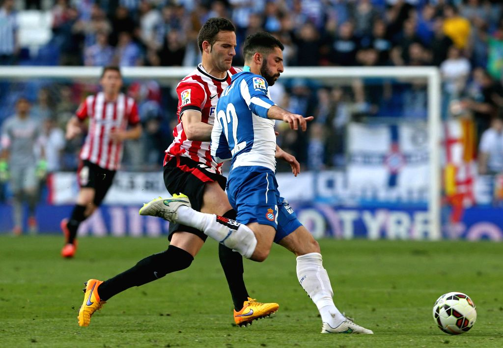 RCD Espanyol's defender Alvaro Gonzalez (R) fights for the ball with striker Borja Viguera (L) of Athletic Bilbao during their Primera Division soccer match played at Power 8 stadium in Cornella-El ...