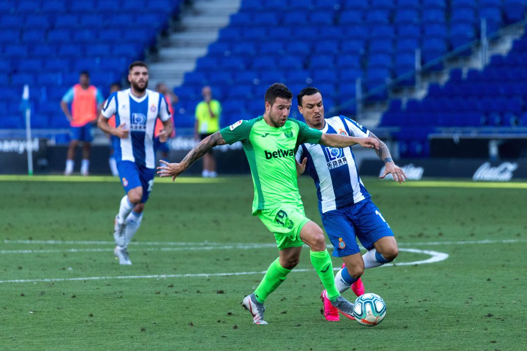 RCD Espanyol's Raul de Tomas (R) vies with Leganes' Aitor Ruibal (L front) during a Spanish league football match between RCD Espanyol and Leganes in Barcelona, ...