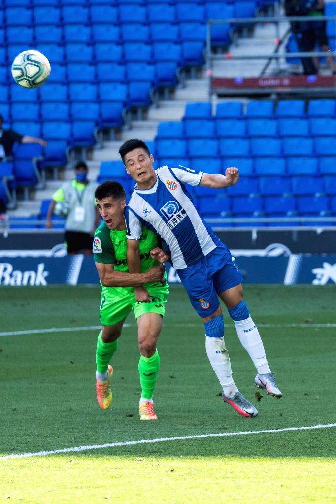 RCD Espanyol's Wu Lei (R) jumps for a headball against Leganes' Unai Bustinza during a Spanish league football match between RCD Espanyol and Leganes in Barcelona, ...