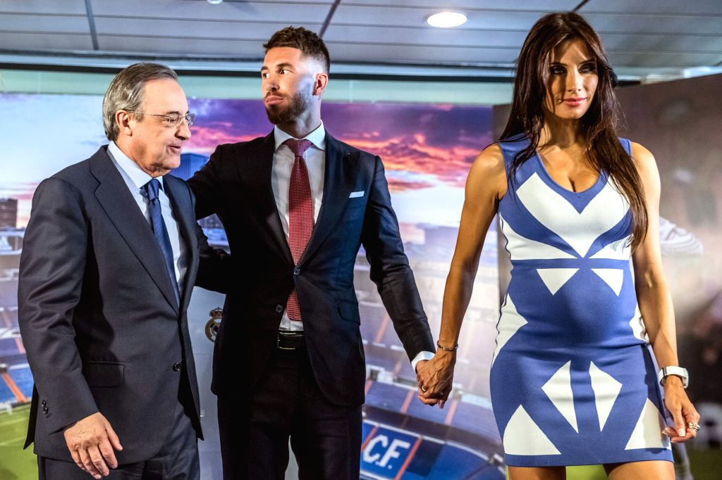 Real Madrid's captain, Spanish defender Sergio Ramos (C), next to girlfriend Pilar Rubio (R) and president Florentino Perez, during the renewal ceremony with his team at Santiago Bernabeu stadium in ...