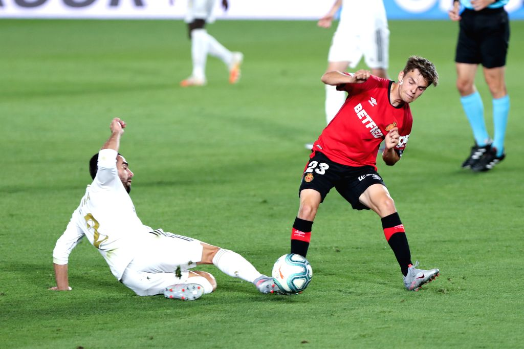 Real Madrid's Carvajal (L) vies with Mallorca's Aleix Febas during a Spanish league football match between Real Madrid and Mallorca in Madrid, Spain, June 24, 2020.
