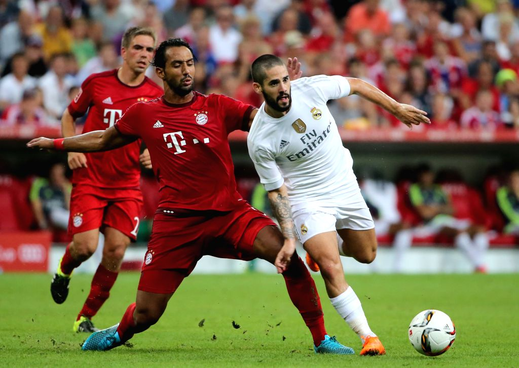 Real Madrid's Isco (R) breaks through during the Audi Cup 2015 final between Bayern Munich and Real Madrid in Munich, Germany, on Aug. 5, 2015. Bayern Munich claimed ...