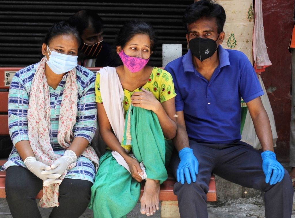 Relatives crying during the covid-19 affected victims last rites at Nigambodh ghat in New Delhi on Saturday, 17th April, 2021.