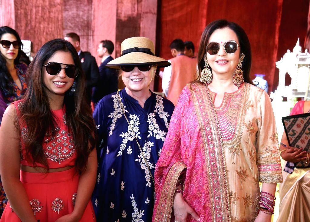 Reliance Foundation founder-chairperson Nita Ambani and her daughter Isha Ambani with US former First Lady Hillary Clinton at Swadesh Bazaar - an initiative of Reliance Foundation ... - Nita Ambani and Isha Ambani